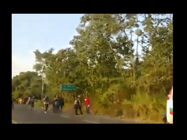 Immigration Authorities in Southern Mexico Attacked by Migrant Caravan