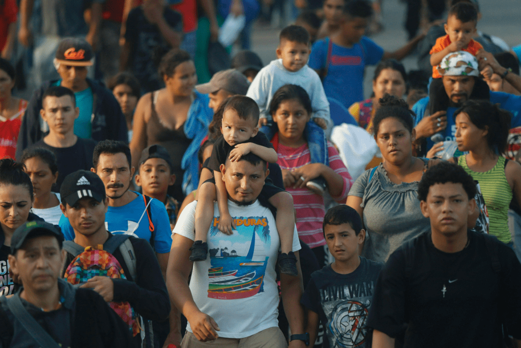 Mexico officials intercept about 1,000 migrants on highway